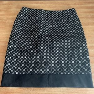 Ann Taylor black pattern pencil skirt 10